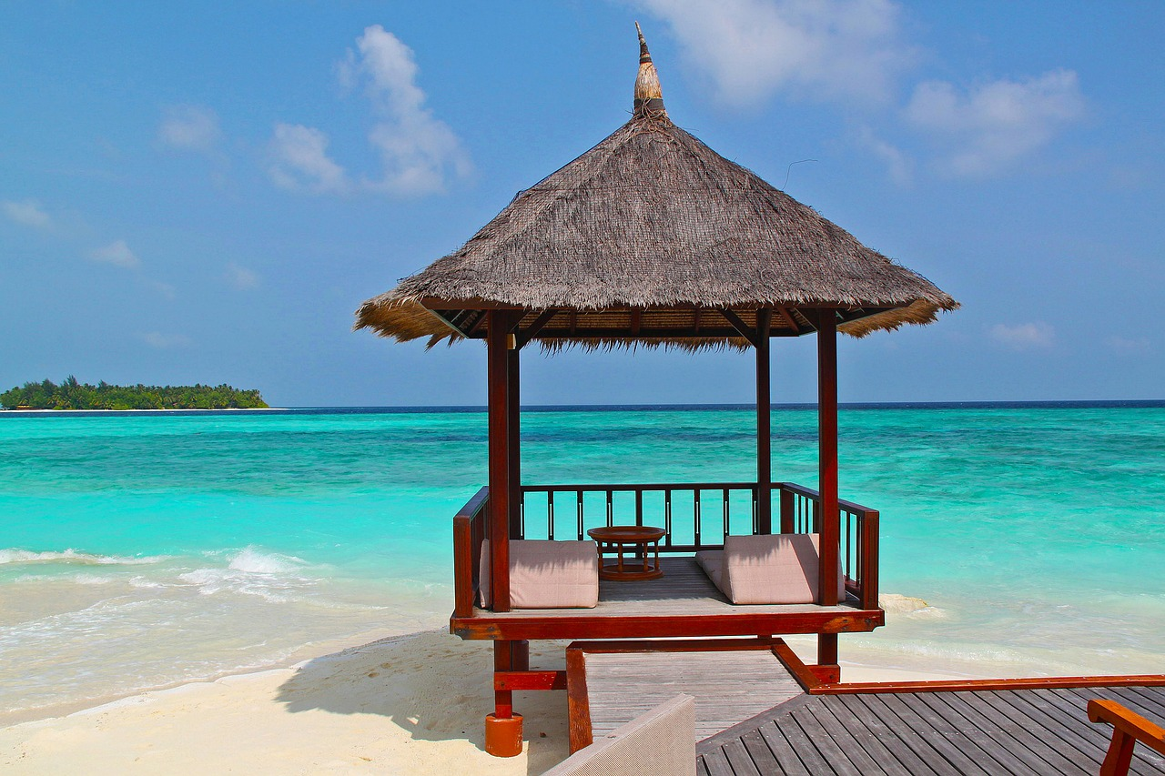 beach-hut-237489_1280